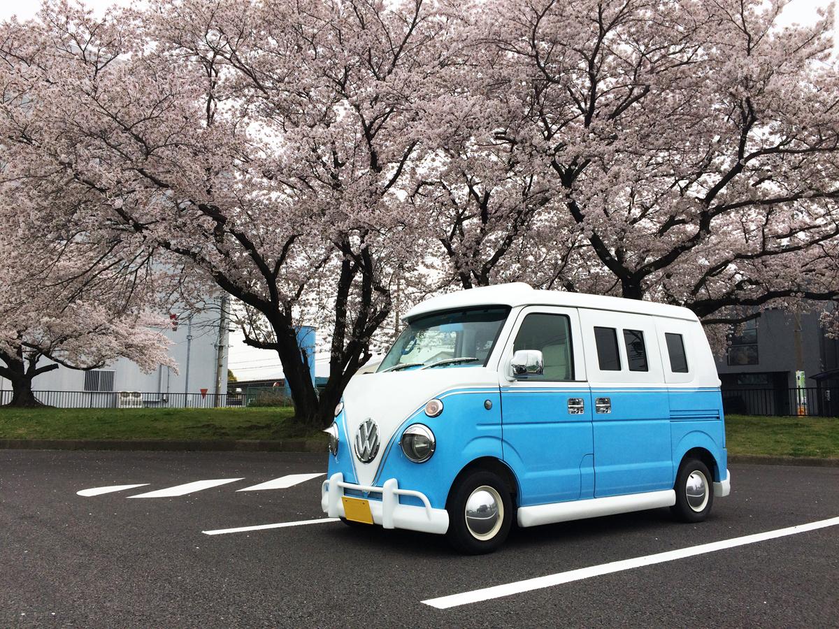 ワーゲンバス仕様と満開の桜